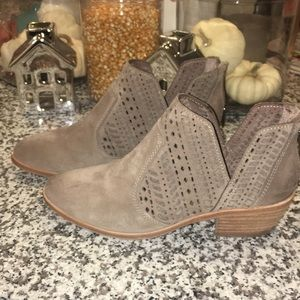 Vince Camino low heeled booties